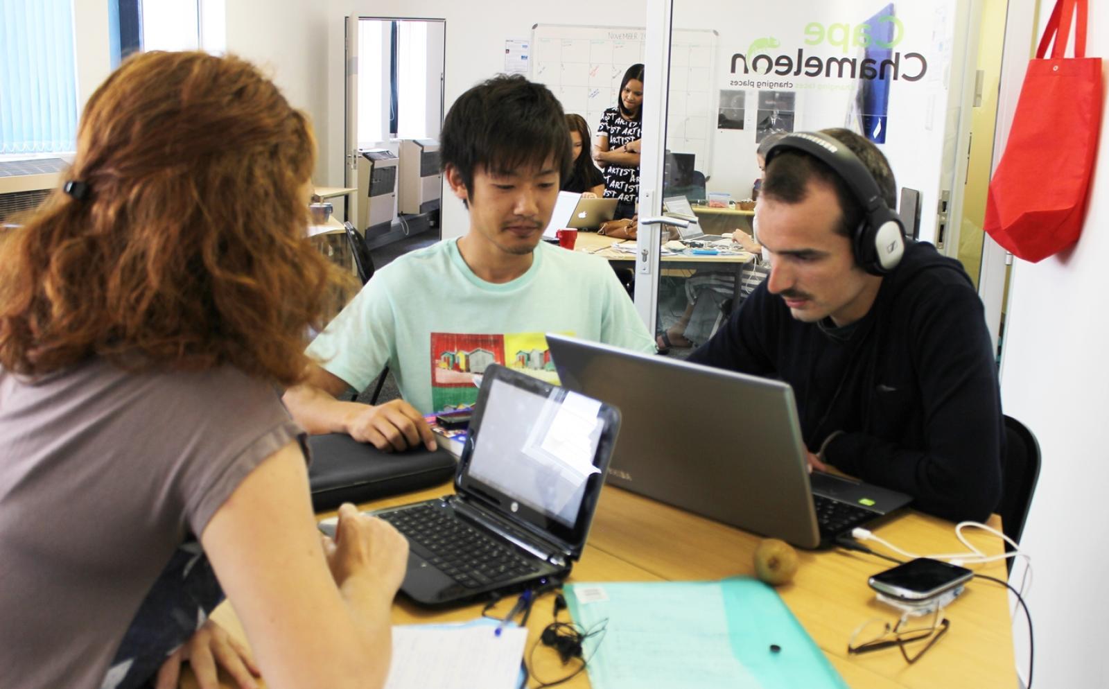 南アフリカ共和国でウェブマガジンの出版に携わる日本人ジャーナリズムインターン